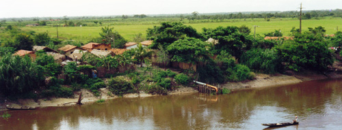 Ein Dorf am Fluss